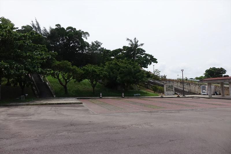 旧海軍司令部壕 駐車場