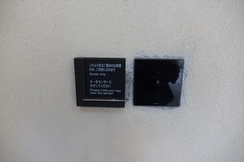 沖縄リッツカールトン 子連れ 旅行 ビーチサンダル プールサイド